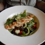 051 - een garnalenspies op bedje van salade