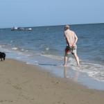 61 - hard rennen uit de zee als er een hogere golf aan komt