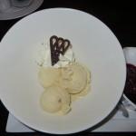 44 - lekker ijsje na met warme kersen